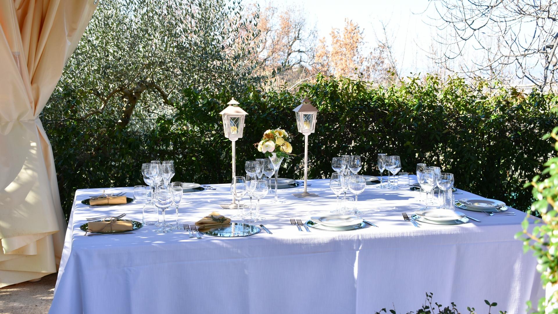 noleggio-tovaglie-stoviglie-piatti-bicchieri-catering-cerimonie-pma